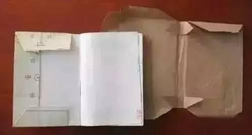 大陸小學生的課本都會包書皮,有家長把書皮變成藝術品風靡網路,孩子好開心。