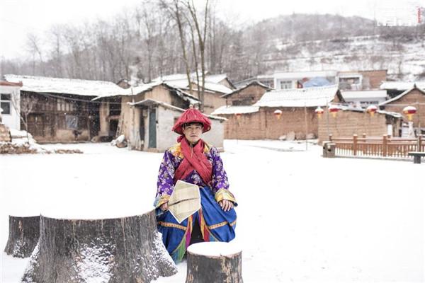 隴南高山上,住著「神」的村莊;老人凋零幾乎失傳,如今鑼鼓聲再度迴盪。