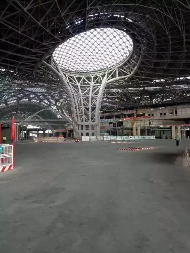 將於2019年10月啟用的北京新機場,世界上最大的機場,上落飛機下穿高鐵造型夢幻。